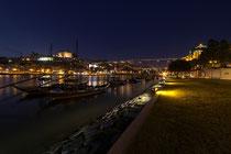 Nächtlicher Lichterglanz am Rio Douro in Porto