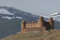Die Burg von Lacalahorra vor der Sierra Nevada