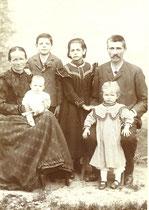 (Seltener) Termin fürs Familienfoto im Jahre 1903