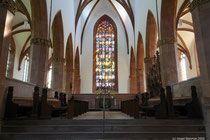 Blick über den Hauptaltar zum Ostfenster
