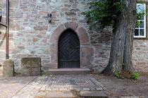 Die Eingangstür zur Scharfoldendorfer Kapelle