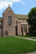 Das gesamte Kloster ist aus dem Ortstypischen roten Sandstein erbaut