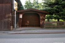 Die Bushaltestelle an der Strasse nach Holzen/Alfeld