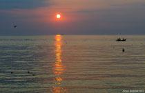 Wer auch im Urlaub früh aufsteht (04:30), der erlebt die schönsten Stunden......kurz nach Sonnenaufgang kommen die ersten Fischer heim