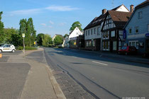 Die Ortsdurchfahrt Eschershausen in Richtung Seesen bei schönstem Wetter