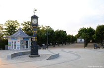 Die antike Uhr an der Strandpromenade in Ahlbeck