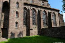 Grosse Fenster lassen viel Licht in die Klosterkirche