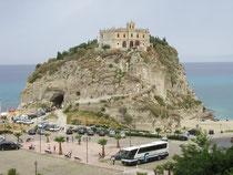 Santa Maria Dell'Isola - auf diesem Parkplatz mußten wir € 45,-- wegen Mißachtung der Kurzparkzone - bezahlen!!!