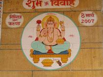 Ganesha ist auf  fast allen Hausfassanden aufgemalt