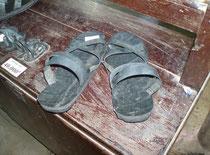diese Schuhe werden heute noch gefertigt und werden zum Kauf angeboten