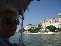 Blick vom Boot auf den Stadtpalast