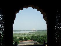 Der erste Blick über den Yamuna Fluss - vom Roten Fort - auf das Taj Mahal