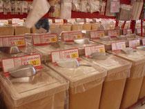 Grundnahrungsmittel werden lose verkauft