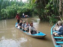 mit kleinen Booten befahren wir die Nebenarme des Mekong