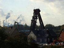Förderturm Schacht 7 wird am 30.10.2013 umgelegt