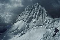 Alpamayo (5947m), Cordillera Blanca, Peru