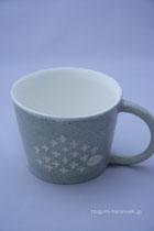 マグカップのサイズは高さが約7センチ。飲みくちの幅が約10センチほどです。