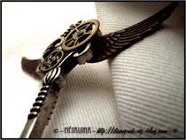 Détails des matériaux utilisés du bijoux pendentif clef steampunk créé par la créatrice Métaluna _ Blog : steampunk.vip-blog.com