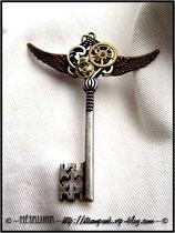 Bijoux pendentif clef steampunk créé par la créatrice Métaluna _ Blog : steampunk.vip-blog.com