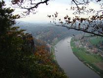 Blick von der Bastei auf den Kurort Rathen
