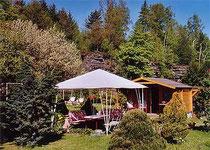 Pavillion im Garten mit Laube