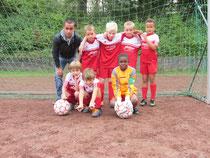 Team Wiesel: von hinten links: Trainer Simos, Jonas L., Leo, Patrick und Jan. Von vorne links: Philip, Samuel und Viktor