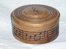 Dose als Geschenk für einen Musiker - Nußbaum
