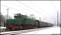 Einfahrt eines Sonderzuges mit E 254 052 aus Richtung Dresden am 14.02.2009.