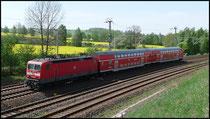 143 883 hat am 28.04.2009 den Doppelstock-Wndezug nach Freiberg am Haken.