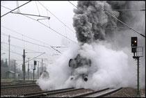 Am Neujahrstag 2009 dampft 52 8154 mit dem Leipziger Sonderzug von Wolkenstein durch Niederwiesa.