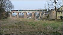 Hier am selben Tag über die Talbrücke Niederwiesa.