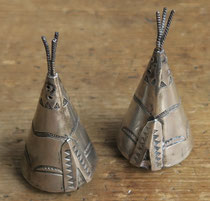 "5488 Navajo Teepee Salt and Pepper Shakers c.1930-50 1.25x2.75"" $395"