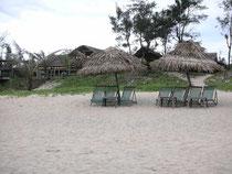 Cua-Dai-Strand mit Gasthaus im Hintergrund