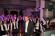 ...und ein sichtlich geschaffter Dirigent.