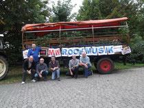 ... Planwagen geschmückt, unter dem Motto: MW - Rockmusik können wir auch!