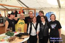 Noch ein Bild mit Rudy. ( Der Mann im gelben Shirt ). Danke für die Fotos.