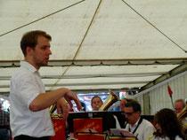 Kilian hat das Orchester und Publikum fest im Griff.