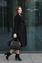 Office Chic. Black Elegance