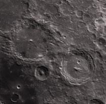 De gauche à droite, cratères Alphonsus 118X118 km, Alpetragius 40X40 km, Arzachel 98X97 km