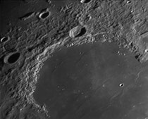 Montes Jura 497x30 km, Cratère Bianchini 38x38 km