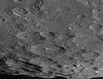 Cratères Moratus 114x114 km, Curtius 96x96 km, Gruemberger 94x94 km, Newton 80x80 km