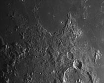 Cratère Letronne 119x119 km, Gassendi 110x110 km, Gassendi A 33x33 km, Dorsa Rubey 101x8 km