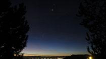 de haut en bas : Saturne, Vénus et Mars (faible)