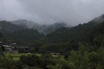 「煙る山里」奈良・明日香(堀本清子)