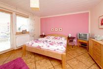 Schlafzimmer 1 mt Doppelbett und SAT-TV