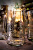 Glas aus Whisky Flasche