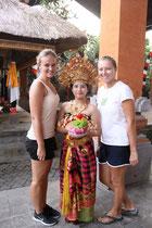 Bei der Tanz-Zeremonie am Abend in Ubud
