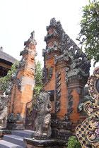 Ein Tempel von vielen in der Stadt Kuta