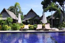 Unser erster Pool auf Bali, der direkt am Meer liegt :):)