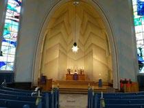 Der Altar der Kreuzkirche am Hohenzollerndamm.